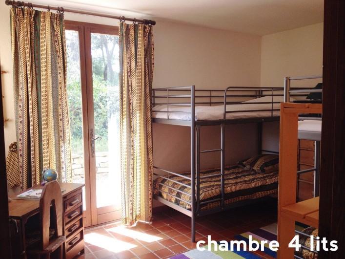 Location de vacances - Villa à Le Castellet - Chambre enfants avec 4 lits simples