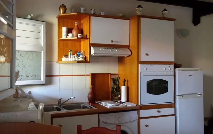 Location de vacances - Villa à Sainte-Anne - espace cuisine aménagée