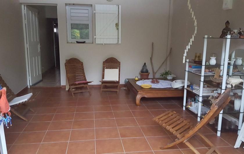 Location de vacances - Villa à Sainte-Anne - salon coté jardin ambiance zen