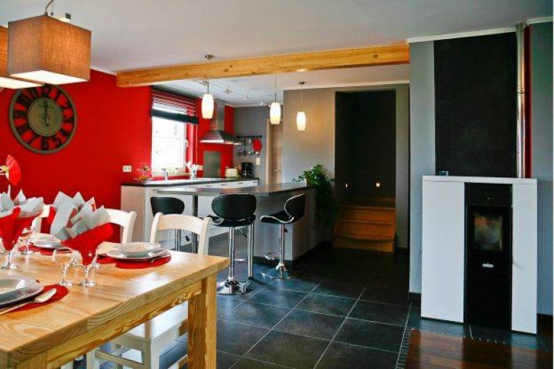 Location de vacances - Maison - Villa à Libramont - cuisine équipée ouverte sur la salle à manger et le salon