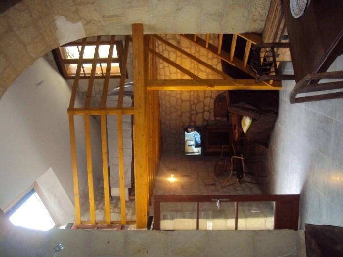 Location de vacances - Gîte à Dénezé-sous-Doué - en bas salon  en haut mezzanine avec lit  2 personnes