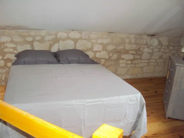 Location de vacances - Gîte à Dénezé-sous-Doué - lit mezzanine  literie neuve