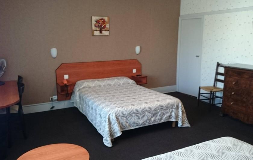 Location de vacances - Hôtel - Auberge à Lons-le-Saunier - Chambre 4 personnes 2 grands lits