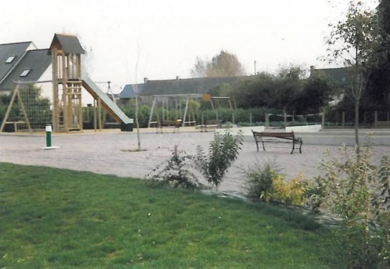 Location de vacances - Chalet à Plurien - aire de jeux  portiques , toboggan ,  filet d'escalade, bac à sable