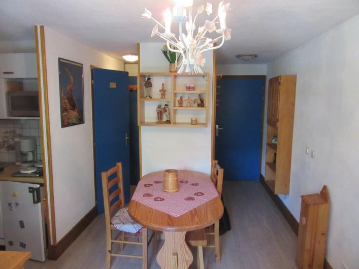 Location de vacances - Appartement à Arêches - Salle à manger  et entrée