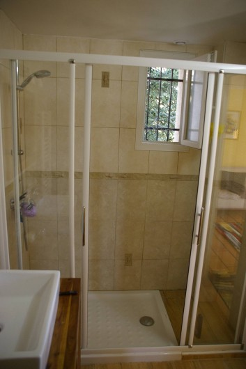 Location de vacances - Gîte à Gargas - salle d'eau