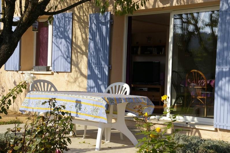 Location de vacances - Gîte à Gargas - terrasse ombragée