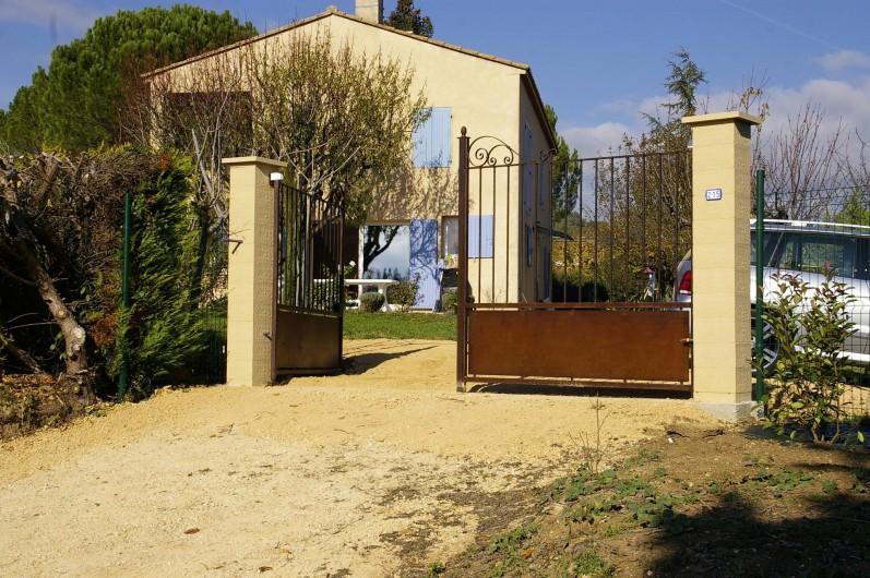 Location de vacances - Gîte à Gargas - portail d'entrée