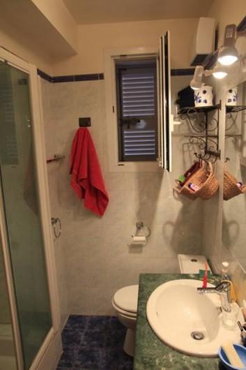Location de vacances - Appartement à Moltifao - salle de bain