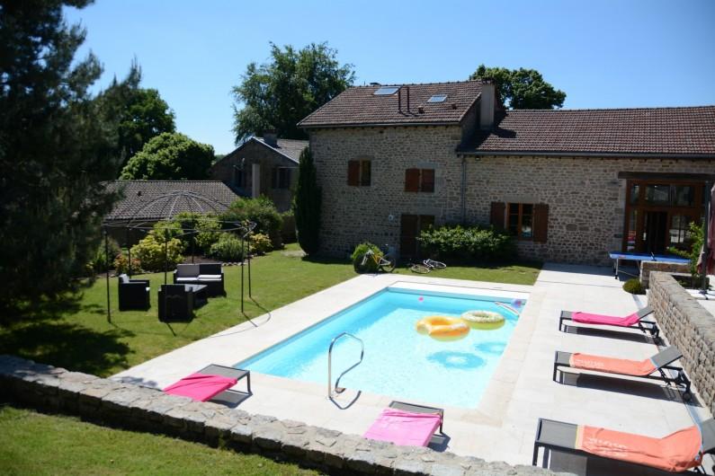 Location de vacances - Gîte à Ambazac - Le Gîte côté piscine et jardin...