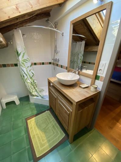 Location de vacances - Gîte à Ambazac - la salle de bains du 2ième étage (dortoir)