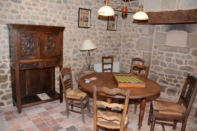 Location de vacances - Gîte à Ambazac - le petit salon est situé dans l'ancien four à pain de la ferme