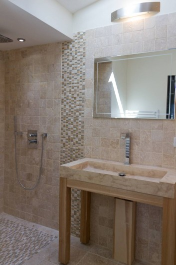 Location de vacances - Chambre d'hôtes à Trets - Salle d'eau Syrah