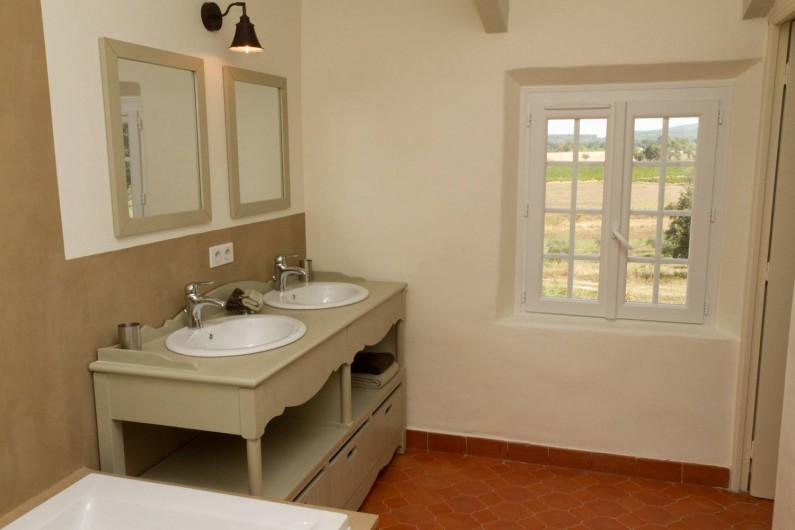 Location de vacances - Chambre d'hôtes à Trets - Salle de bain Picholine