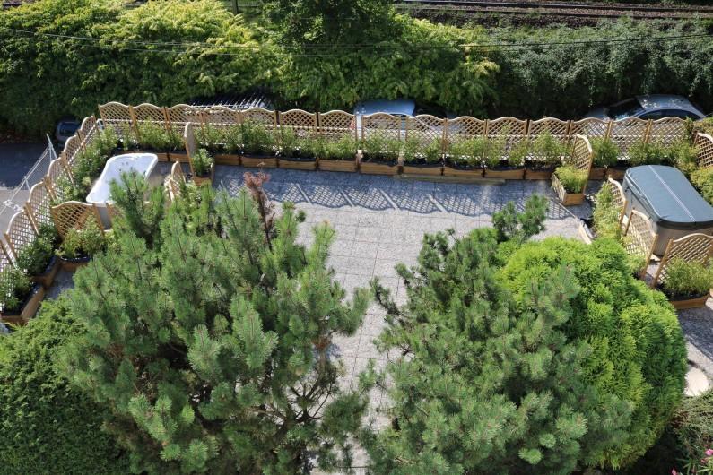 Location de vacances - Studio à Aix-les-Bains - la terrasse avec les spas (les bambous ont poussé depuis)