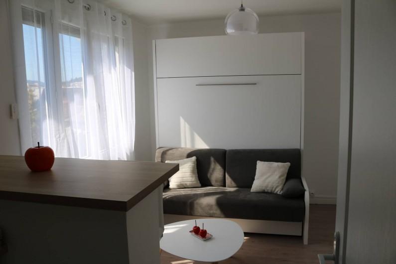 Location de vacances - Studio à Aix-les-Bains - Séjour avec canapé-lit