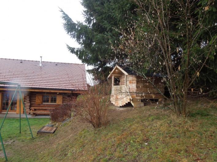 Location de vacances - Chalet à La Bresse - Terrasse et chalet des enfants le jardin
