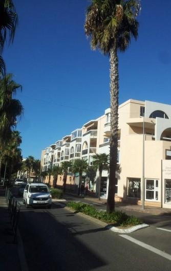 Location de vacances - Appartement à Sanary-sur-Mer - Immeuble Vue d'ensemble