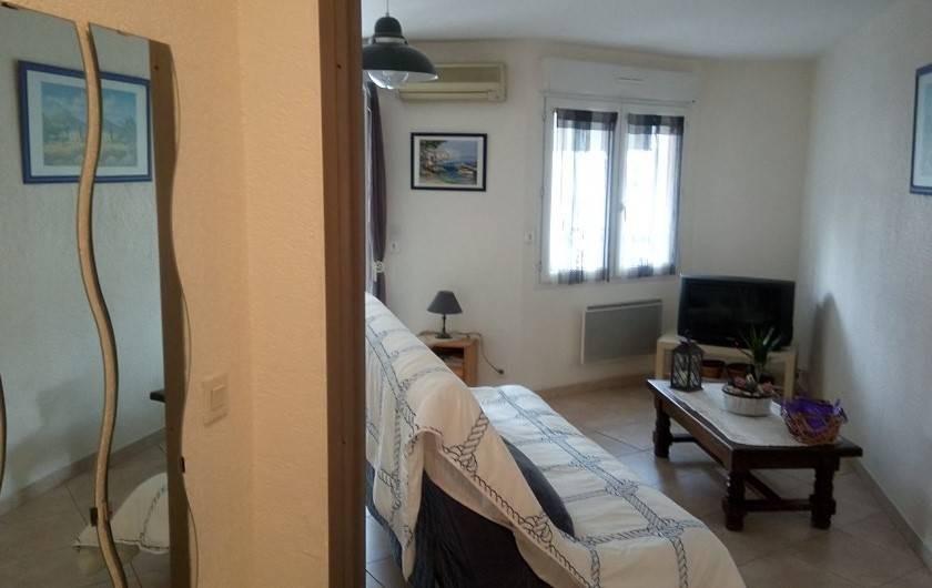 Location de vacances - Appartement à Sanary-sur-Mer - living coin télé