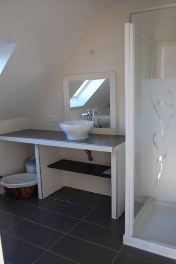 Location de vacances - Villa à Plouguerneau - Salle de bains à l'étage
