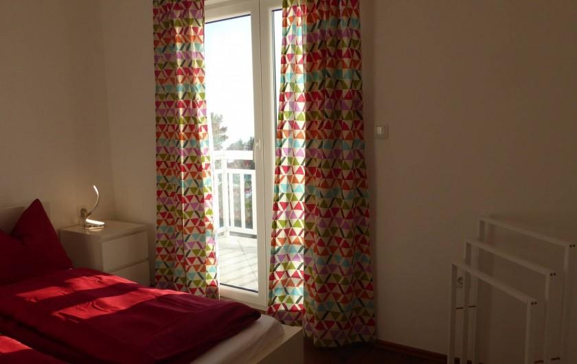 Location de vacances - Appartement à Brela - La chambre Sud avec accès au balcon.
