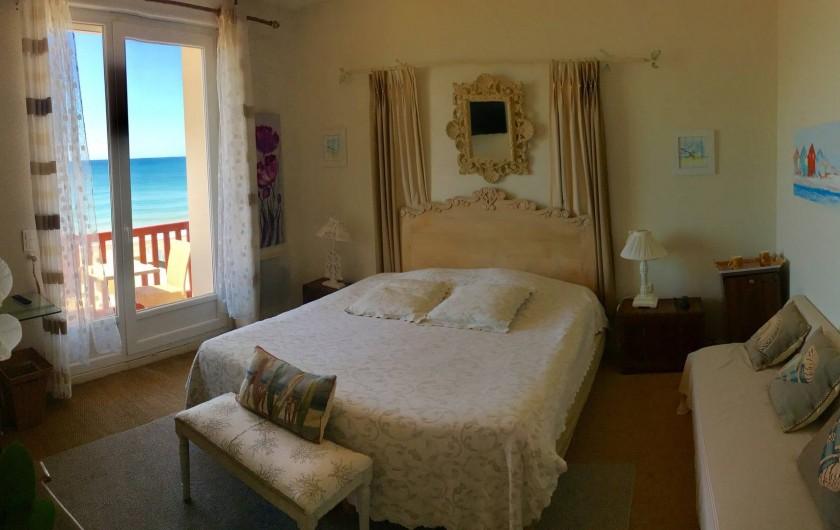 Location de vacances - Hôtel - Auberge à Soorts-Hossegor - Suite Balnéo: Jacuzzi, douche, terrasse, toilettes et vue sur l'océan.