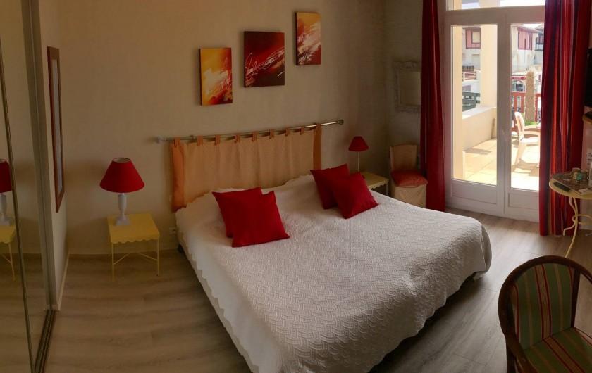 Location de vacances - Hôtel - Auberge à Soorts-Hossegor - Chambre avec vue sur l'océan, baignoire, toilettes et une terrasse (2pers)