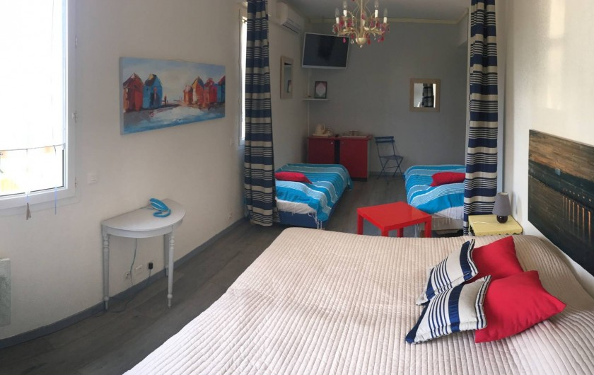 Location de vacances - Hôtel - Auberge à Soorts-Hossegor - Chambre familiale : 4 lits simples, frigo, douche et toilettes séparés (4pers)