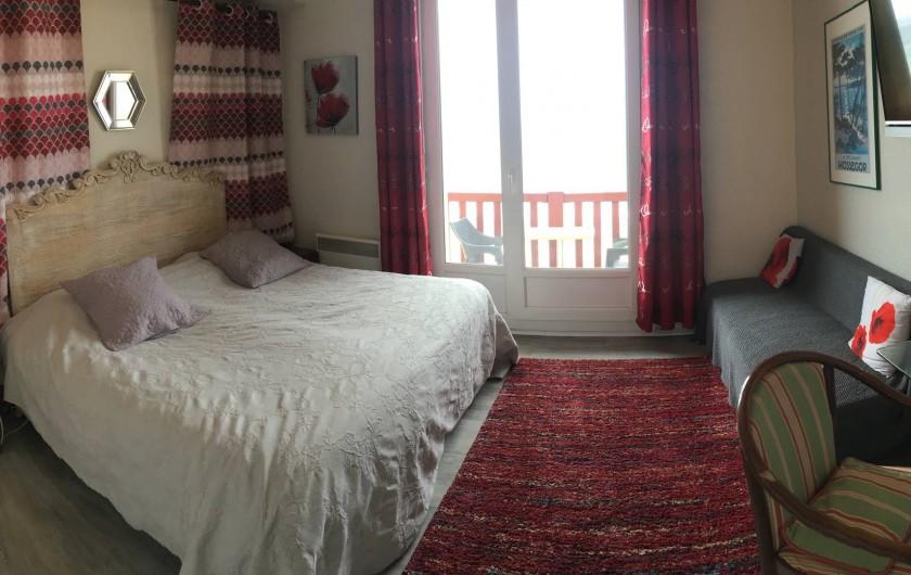 Location de vacances - Hôtel - Auberge à Soorts-Hossegor - Chambre avec vue sur l'océan, douche, toilettes, canapé et terrasse (2pers)
