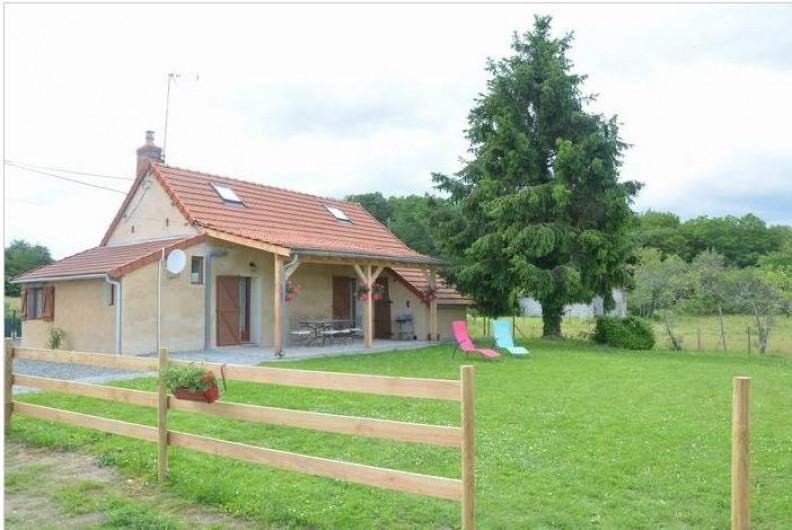 Location de vacances - Maison - Villa à Savigny-Poil-Fol - terrasse couverte avec cendrier