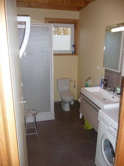 Location de vacances - Bungalow - Mobilhome à Froidchapelle - salle de bain