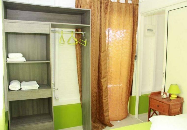 Location de vacances - Bungalow - Mobilhome à Rivière-Salée - Dressing chambre n°1
