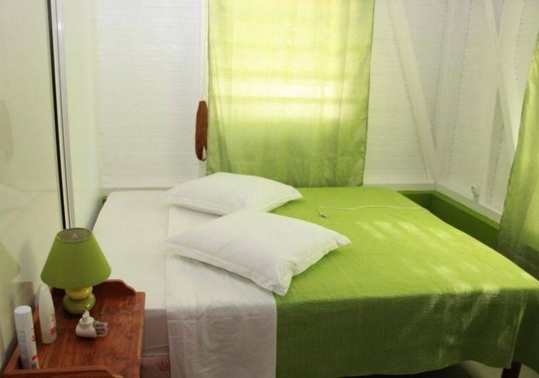 Location de vacances - Bungalow - Mobilhome à Rivière-Salée - Chambre n° 1 climatisée Grand lit 160 sur 200