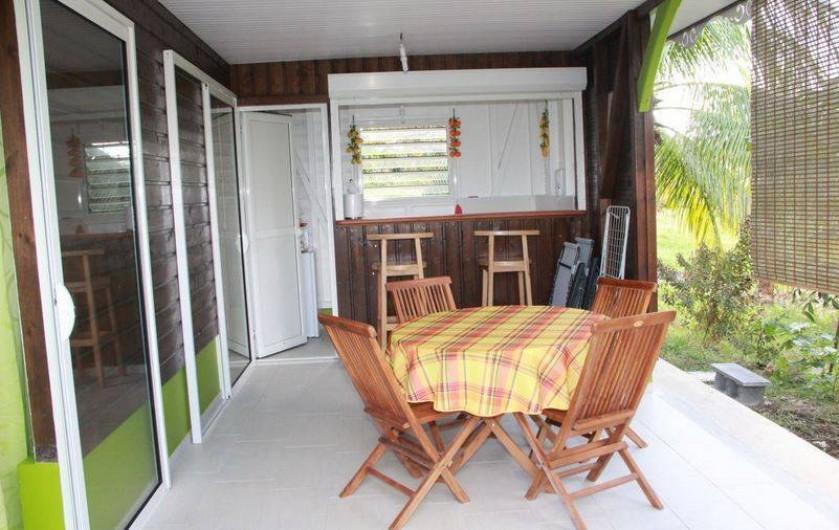 Location de vacances - Bungalow - Mobilhome à Rivière-Salée - Point de repas sur terrasse