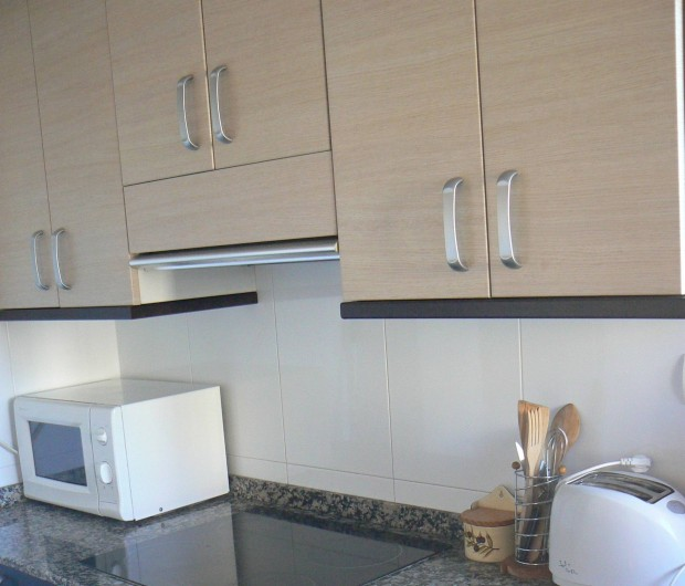 Location de vacances - Appartement à Sant Carles de la Ràpita - Cuisine, vitrocéramiques, hotte, congélateur, machine a laver etc...