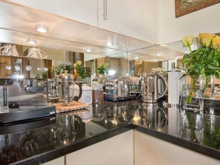 Location de vacances - Appartement à Champs-Élysées - Détails soignée de la cuisine