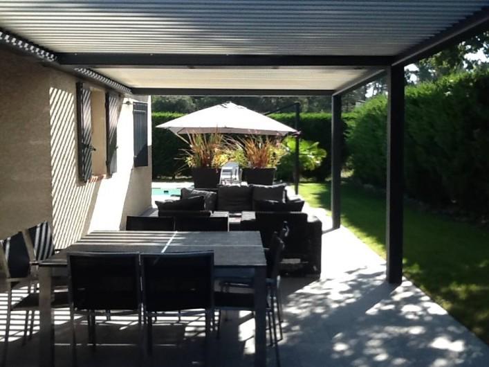 Location de vacances - Villa à Velleron - Terrasse couverte de 50 m2