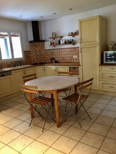 Location de vacances - Villa à Velleron - Cuisine équipée, lave vaisselle