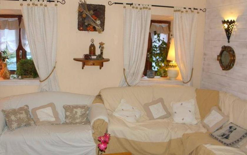Location de vacances - Gîte à Méolans-Revel - Le salon Télévision ou lecture