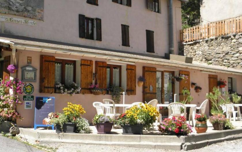 Location de vacances - Gîte à Méolans-Revel - La terrasse du gîte