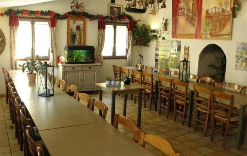 Location de vacances - Gîte à Méolans-Revel - La salle des petits déjeuner et dîners