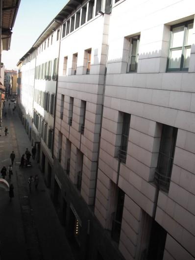 Location de vacances - Appartement à Bergame - Vue de la rue piétonne Via Sant'Orsola - 3° étage avec ascenseur.