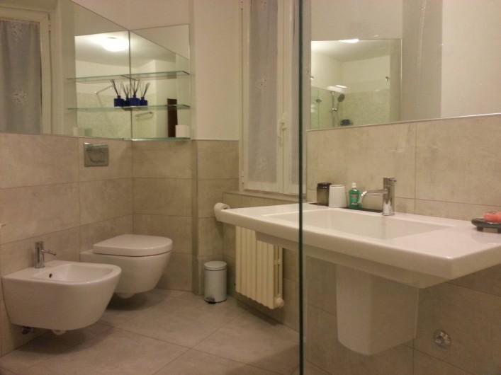 Location de vacances - Appartement à Bergame - grande salle de bain