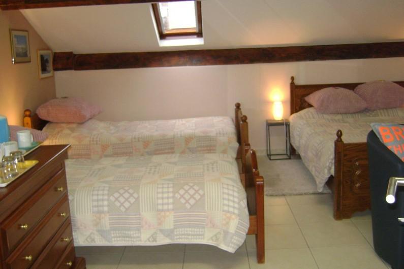Location de vacances - Chambre d'hôtes à Trivières - VUE LIT DOUBLE ET 2 LITS SIMPLE DANS CHAMBRE ROME