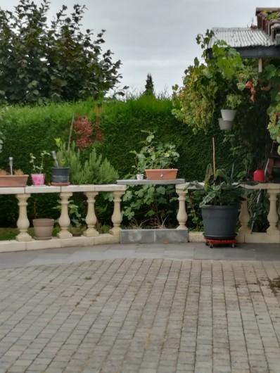 Location de vacances - Chambre d'hôtes à Trivières - AUTRE COIN EXTERIEUR ET PARKING