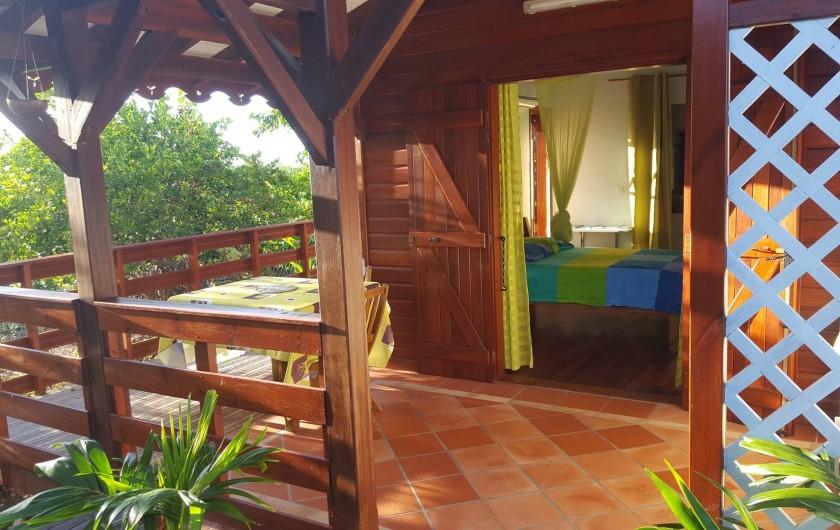 """Location de vacances - Bungalow - Mobilhome à Saint-François - Terrasse du bungalow """"anis"""""""