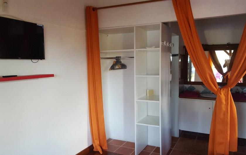 Location de vacances - Bungalow - Mobilhome à Saint-François - Rangement et salle de bain + WC indépendant