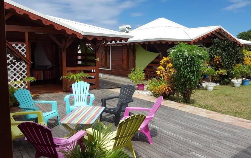 Location de vacances - Bungalow - Mobilhome à Saint-François - Deck pour l'apéro ou bain de soleil