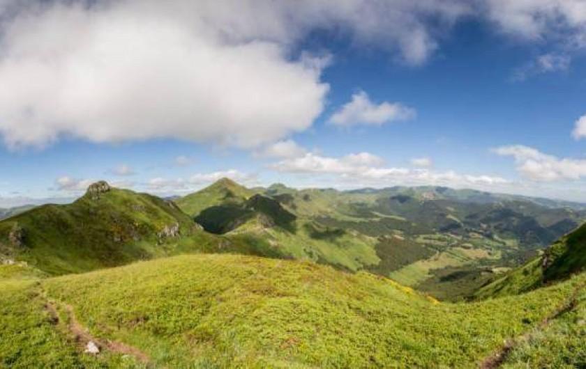 Location de vacances - Gîte à Valette - Le territoire Cantalien à proximité des gîtes est à couper le souffle
