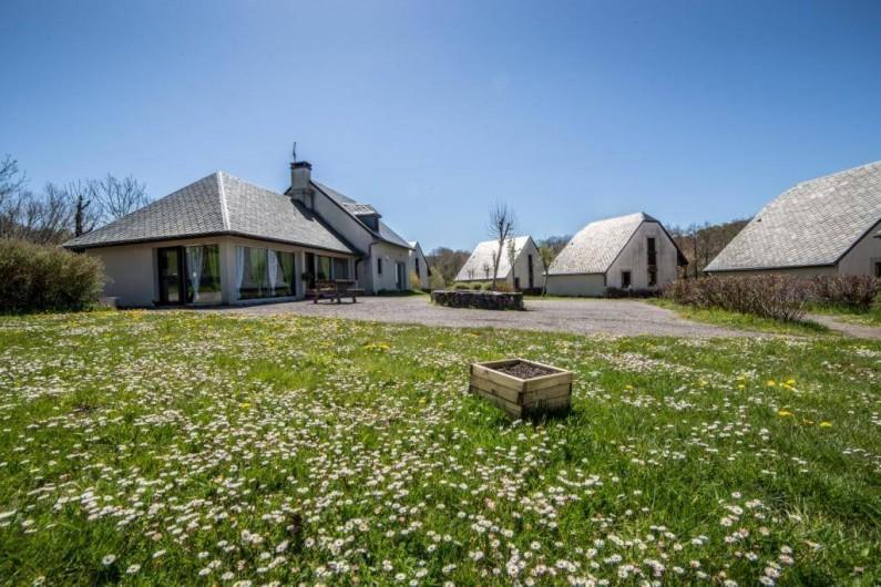 Location de vacances - Gîte à Valette - Le site principal de Cantal Emotions avec 5 gîtes et votre espace accueil.